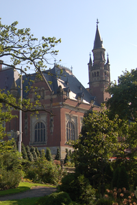 A photograph of the International Vredespaleis (Peace Palace) in The Hague.